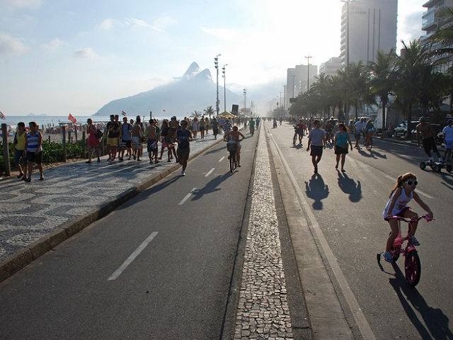 Brazil's rising traffic fatalities show the need for traffic calming measures on roadways, and infrastructure that promotes pedestrian safety and well-being. Photo by Gerden van Heijningen/Flickr.