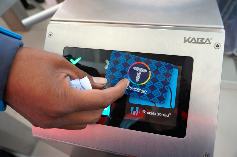 An attendant stands by the turnstile to help users learn to operate their new smartcards. Photo by Gwen Kash.