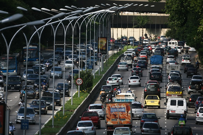 Traffic congestion cost São Paulo more than USD 30 billion, or 7.8% of metropolitan GDP in 2013. Photo by Paulo Fehlauer/Flickr.