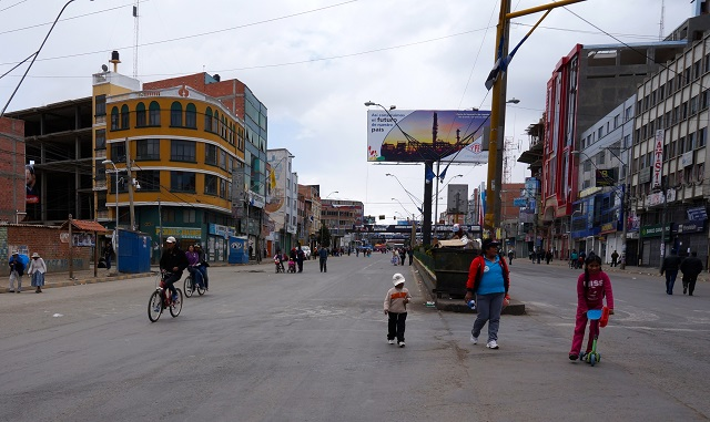 Alteños of all ages enjoy the car-free main street, Av. 6 de Marzo. Photo by Gwen Kash.