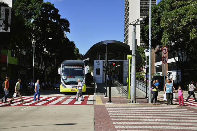 EMBARQ Brazil conducted a series of technical assistance projects for BRT MOVE in Belo Horizonte, including road safety audits as part of EMBARQ Brasil's QualiÔnibus (Quality Bus Service) Program. Photo by Mariana Gil/EMBARQ Brazil.