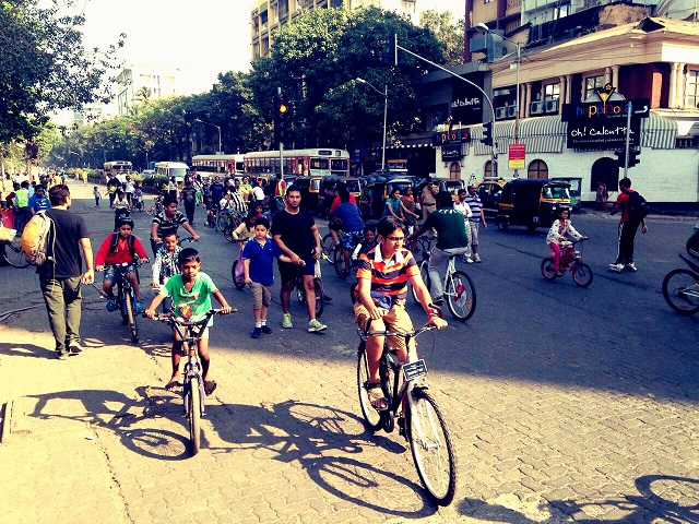 It is a delight to see the city's children have the opportunity to actively enjoy open streets every Sunday, away from their indoor video games. Photo By Priyanka Vasudevan/EMBARQ India.