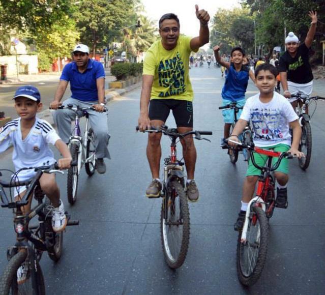 People of all age groups take advantage of Equal Streets. Photo by Priyanka Vasudevan/EMBARQ India.